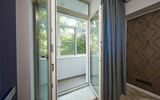 Балконные двери с двумя створками
