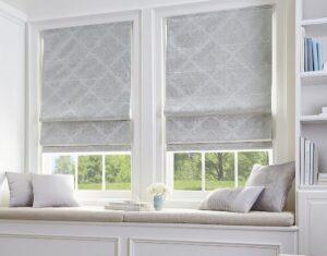 Римские шторы на пластиковые окна для гостиных